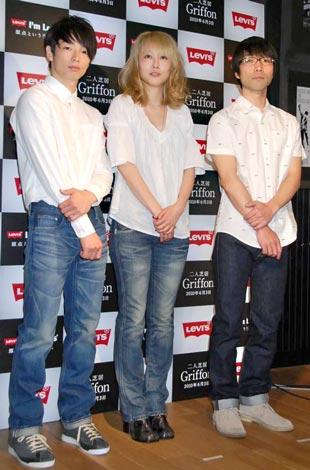 舞台『Griffon』の制作記者発表会に出席した(左から)森山未來、菊池凛子、舞台演出の倉持裕 (C)ORICON DD inc.