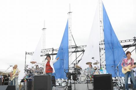TUBE、初の湘南ライブの模様