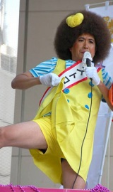 有楽町で街頭演説を行い、セクシーショットを披露したストロベリー (C)ORICON DD inc.