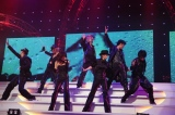 AAAの全国ツアー東京公演の模様(左から)浦田直也、末吉秀太、宇野実彩子、日高光啓、伊藤千晃、與真司郎、西島隆弘