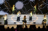 AAAの全国ツアー東京公演の模様(左から)日高光啓、末吉秀太、浦田直也、宇野実彩子、西島隆弘、與真司郎、伊藤千晃