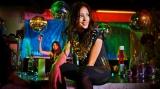 黒木メイサが過激なダンスを披露している新曲「5-FIVE-」ミュージックビデオの1カット