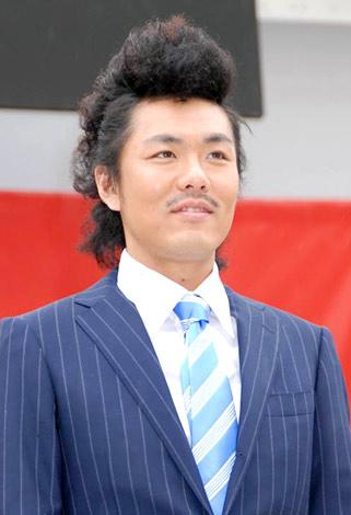 「K-BO-BO-商事」設立記念イベントでリーゼントヘアーを披露したトータルテンボスの藤田憲右 (C)ORICON DD inc.