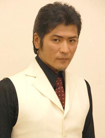 新曲「Nobody's Perfect」のミュージックビデオ撮影後、報道陣の取材に応じた吉川晃司 (C)ORICON DD inc.