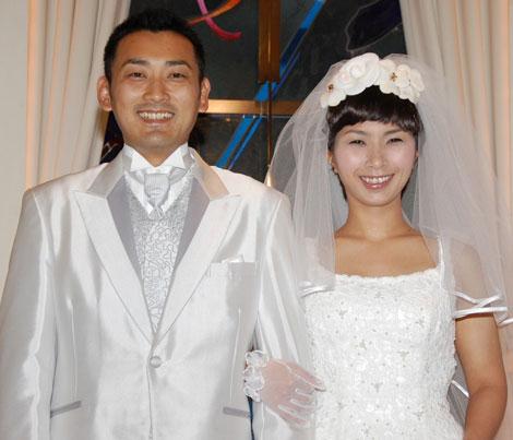 サムネイル くわばたりえ&刈込英介さん夫妻 (写真は、2009年6月の挙式時の模様) (C)ORICON DD inc.