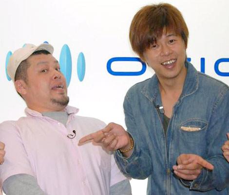 『やりすぎコージー』のDVD-BOX発売を記念し、オリコンに来社した野性爆弾の(左から)川島邦裕とロッシー (C)ORICON DD inc.