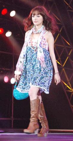 日本最大級のファッション&音楽イベント『Girls Award 2010』に出演した市井紗耶香 (C)ORICON DD inc.