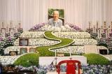 """""""一筋の道""""というテーマで飾られた吉岡治さんの祭壇 【24日=東京・築地本願寺】 (C)ORICON DD inc."""