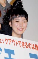 映画『シーサイドモーテル』のプレミア試写会の舞台あいさつに登壇した成海璃子