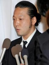 吉岡治さんの通夜に参列した加藤和也 (C)ORICON DD inc.