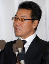 吉岡治さんの通夜に参列した五木ひろし (C)ORICON DD inc.