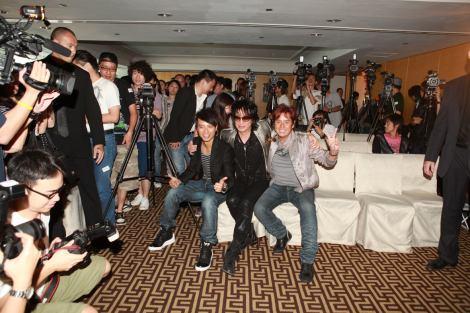 玉置浩二の初の香港記者会見に、香港、台湾、中国、韓国などアジアのメディア約50社が集まった