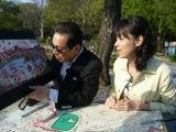 上野を散策するタモリ(左)と久保田祐佳アナウンサー