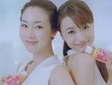 『コラーゲン10000+ビタミンC』(ロッテ)新CMに出演する(左から)チェ・ジウとヨンア