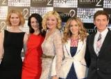 映画『セックス・アンド・ザ・シティ2』PRのため来日した(左から)シンシア・ニクソン、クリスティン・デイビス、キム・キャトラル、サラ・ジェシカ・パーカー、マイケル・パトリック・キング監督 (C)ORICON DD inc.