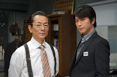 ドラマ『相棒』の新シリーズの放送と映画化が決定(写真左からキャストの水谷豊、及川光博)