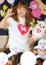 『ひつじの日』記念ダンスコンテスト表彰式で、園児たちと一緒にダンスを踊った小倉優子 (C)ORICON DD inc.