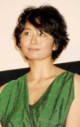 映画『シーサイドモーテル』の初日舞台あいさつを行った小島聖