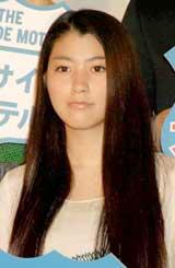 映画『シーサイドモーテル』の初日舞台あいさつを行った成海璃子