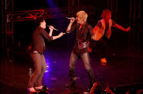 ダンスイベント『UNITED〜RISING DANCE FESTIVAL〜』で共演したw-inds.の橘慶太と三浦大知 (C)ORICON DD inc.