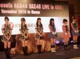 『AKB48 SKE48 LIVE in ASIA』会見の模様 (左から)SKE48の 木下有希子、大矢真那、松井玲奈、AKB48の前田敦子、大島優子、篠田麻里子 Copyright2008 AKS All rights reseved.(C)SKE48 (写真提供:株式会社AKS・株式会社ピタゴラス・プロモーションSKE48運営事務局)