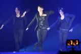 『JUNSU/JEJUNG/YUCHUN THANKSGIVING LIVE IN DOME』最終日公演の模様 (左から)ユチョン、ジュンス、ジェジュン