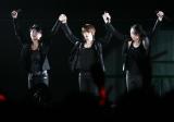 『JUNSU/JEJUNG/YUCHUN THANKSGIVING LIVE IN DOME』最終日公演の模様 (左から)ジュンス、ジェジュン、ユチョン
