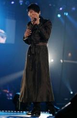 『JUNSU/JEJUNG/YUCHUN THANKSGIVING LIVE IN DOME』最終日公演の模様、熱唱するジュンス