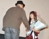映画『告白」』大ヒット御礼舞台あいさつでは、AKB48の大島優子(右)が中島監督に花束のプレゼント (C)ORICON DD inc.