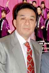 舞台『熱海五郎一座 男と女と浮ついた遺伝子』の公開舞台稽古を行った渡辺正行