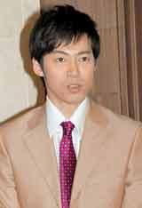 舞台『熱海五郎一座 男と女と浮ついた遺伝子』の公開舞台稽古を行った東貴博