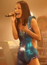 "GIRL NEXT DOORが初ライブハウスツアー『GIRL NEXT DOOR LIVE TOUR 2010 ""FIRST COLLECTION""』を完走! セクシー衣装で歌いあげたボーカルの千紗 (C)ORICON DD inc."