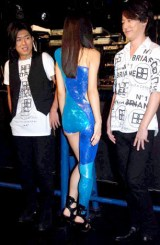 "GIRL NEXT DOORが初ライブハウスツアー『GIRL NEXT DOOR LIVE TOUR 2010 ""FIRST COLLECTION""』を完走! 公演前の会見でセクシー衣装を披露したボーカルの千紗(中央) (C)ORICON DD inc."