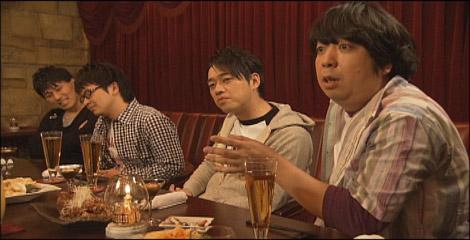 ゴールデンに進出する『コレってアリですか?』に出演するバナナマン(手前) (C)日本テレビ