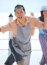 """逗子三兄弟「サマーウルフ」の音楽ビデオで熱演する現役""""イケメン""""記者・瀬津真也氏"""