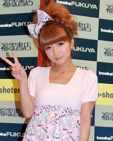 サムネイル 『辻ちゃん×キティちゃん HAPPY LIFE』の出版記念イベントに出席した辻希美 (C)ORICON DD inc.