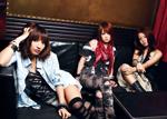 3人組ロックバンド「BLiSTAR」。左からMAYU(Vo.)、RINA(Gt)、NANA-A(Dr)