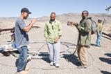 映画『ザ・ウォーカー』メイキング画像 (左から)アルバート・ヒューズ、アレン・ヒューズ、デンゼル・ワシントン (C)2010 Warner Bros. Ent. All Rights Reserved.