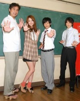 (左から)宇梶剛士、佐々木希、中村倫也、忍成修吾 (C)ORICON DD inc.