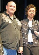 映画『マイケル・ジャクソン キング・オブ・ポップの素顔』のワールドプレミア・イベントに出席した元マイケル・ジャクソンマネージャーのマーク・シャフェル氏(左)と三浦大知 (C)ORICON DD inc.