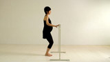 妊娠中にマタニティ・エクササイズを実演したDVD『渡辺満里奈 マタニティ・ピラティス』の1カット