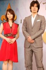 堀北真希(左)は真っ赤なドレス姿で出席 (C)ORICON DD inc.