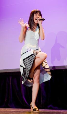 米ロサンゼルスで初主演映画とライブで主題歌を披露した真野恵里菜