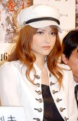 舞台『広島に原爆を落とす日』の制作発表に出席した仲間リサ