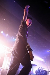 エイベックスとの専属契約を発表したHi-STANDARD ボーカル&ベースの難波章浩  Photo : Terumi Fukano