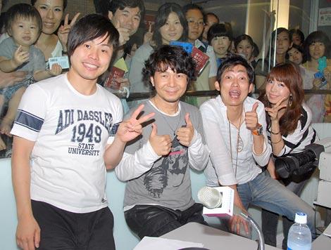 TOKYO FMの番組『4ROOMS』に出演したDREAMS COME TRUEの中村正人(左から2番目)とNON STYLE、Chigusa (C)ORICON DD inc.