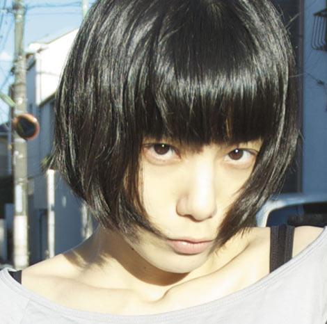 サムネイル 結婚を報告したミドリのボーカル・後藤まりこ(写真は2年ぶりのフルアルバム『shinsekai』(5月19日発売)ジャケット写真)