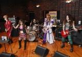 初ライブ『めざまし Fantastic プレライブ』の出演へ向けスタジオで練習を行うFANTAのメンバー