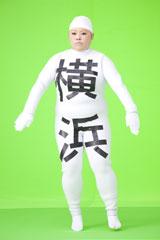 「横浜駅」に変身した渡辺直美/『Fit's LINK』(ロッテ)新CMメイキングカット