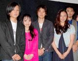 映画『ヘヴンズ ストーリー』のプレミア上映会に出席した(左より)栗原堅一、山崎ハコ、忍成修吾、主演の寉岡萌希、村上淳
